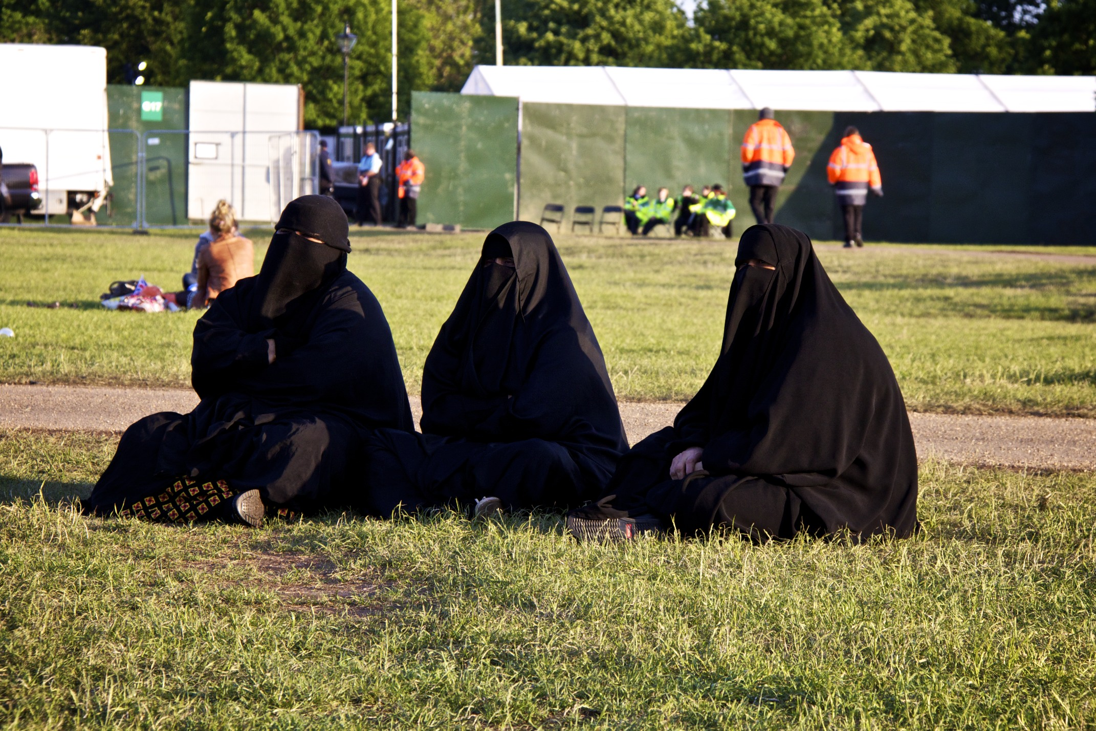 muslim single women in hyde park After claiming that three men tried to pull off her muslim headscarf on a new york city subway train, officials say, yasmin seweid of new hyde park made the whole story up.